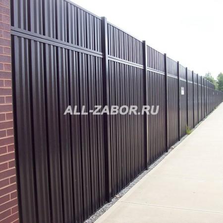 Металлический забор из профнастила 2 м