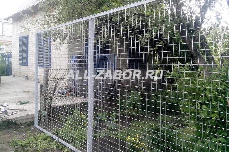 Забор из сварной сетки для дачи